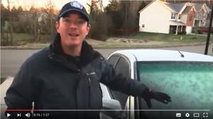 El truco definitivo para quitar el hielo del parabrisas en segundos