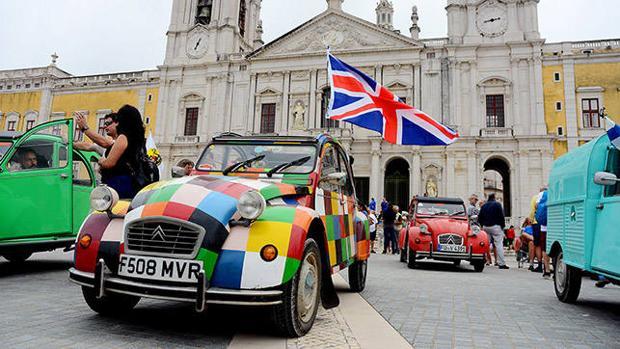 2.000 Citroën 2CV ha conseguido reunir el Club de Amigos del 2CV en Portugal