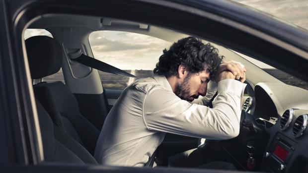 Parar cada dos horas y beber un refresco te puede evitar un accidente de tráfico