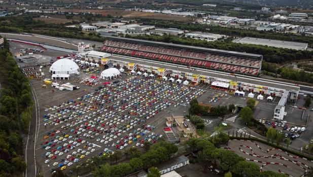 787 «pelotillas» baten el récord mundial con la mayor concentración de Seat 600 de la historia