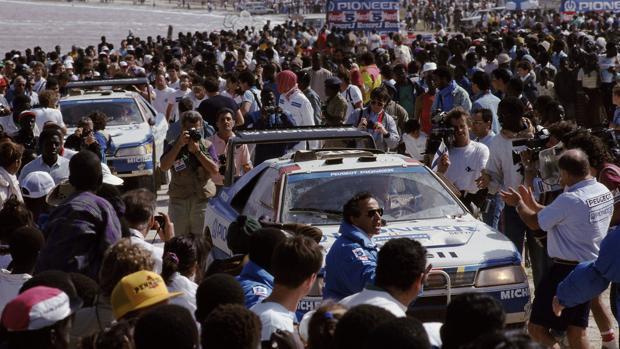 El Peugeot 405 Turbo 16, a su llegada al Dakar en 1989