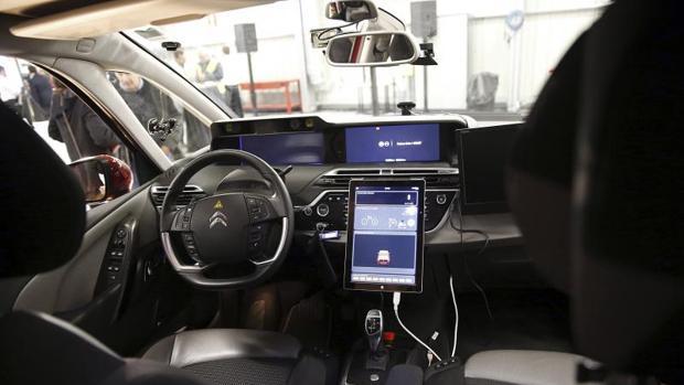 Interior de un coche autónomo