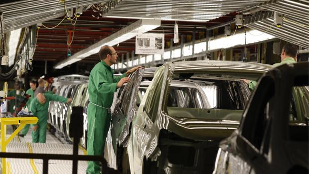 Trabajadores en la fábrica de Figueruelas (Opel)