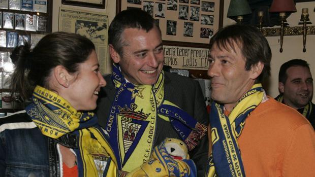 Michael Robinson, junto a Pepe Mejías y Sara Baras, en una imagen de 2005.