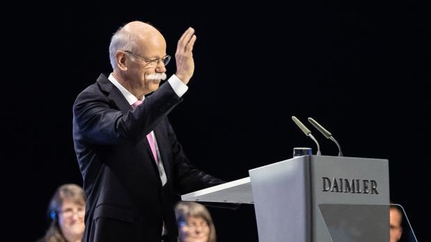 El presidente de Daimler AG, Dieter Zetsche, tras su discurso durante la Junta General de Accionistas de Daimler AG