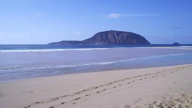 Islote Montaña Clara, en el archipiélago Chinijo