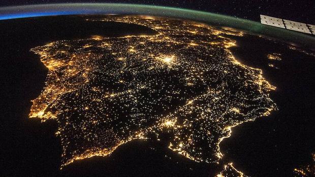 Iluminación artificial de la Península ibérica vista desde la Estación Espacial Internacional