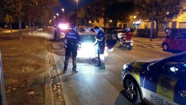 La Policía registra el vehículo tras la persecución