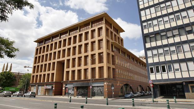 El edificio Sponsor, en la esquina de Cardenal Bueno Monreal y avenida de Las Razas