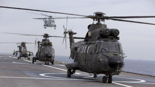 Helicópteros españoles en la cubierta del Dixmude francés