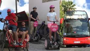 El taxi triciclo, el segway o el bus panorámico ganan adeptos entre los turistas