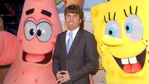 Stephen Hillenburg junto a Bob Esponja y Patricio