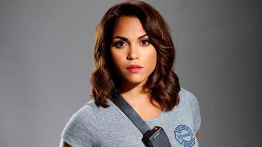 Monica Raymund es la Dra. Gabriela Dawson de Chicago Fire