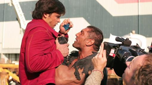 Dave Batista en el rodaje de Smallville