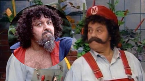 Lou Albano como el mismo y como Mario Bros