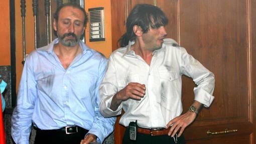 Juan Cuesta (i) junto a Emilio, el portero de 'Aquí no hay quien viva'.