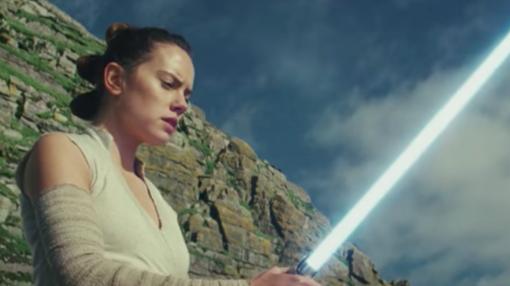 Rey (Daisy Ridley) busca su destino como jedi junto a Luke Skywalker.
