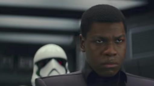 Finn (John Boyega) vuelve a vetirse de soldado imperial.