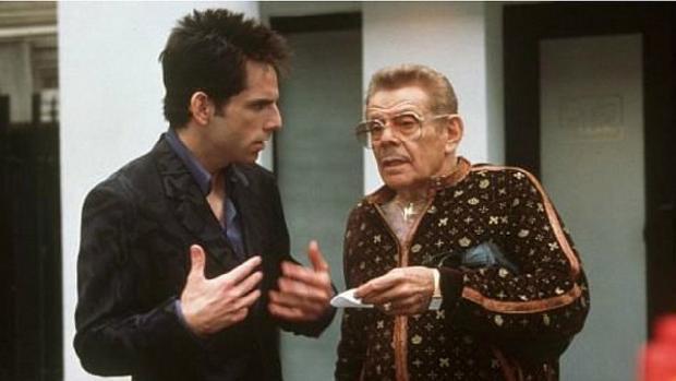Ben Stiller (i) y su padre Jerry Stiller en una escena de 'Zoolander'.