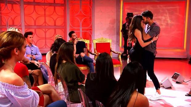 Jaime de León besó a Jenni en directo.