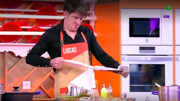 Lucas participa en el programa junto a otros famosos.