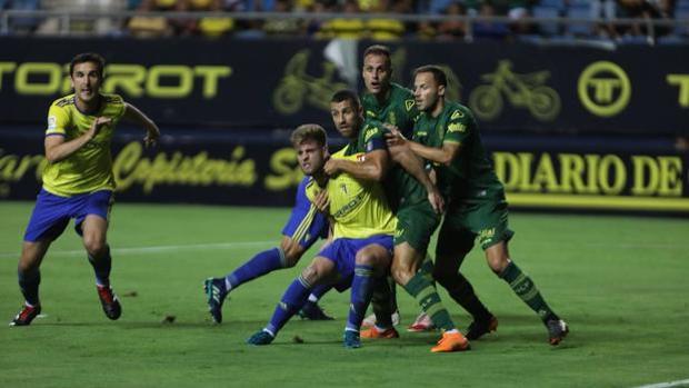 Cádiz CF y Las Palmas, durante el pasado Trofeo Carranza