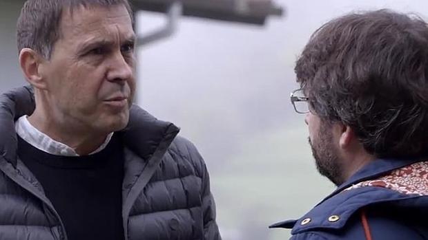 Jordi Évole, junto a Otegi en un programa de 'Salvados'.