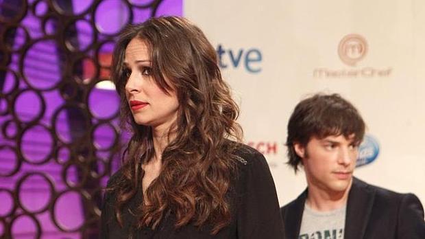 Eva González, junto a Jordi Cruz.
