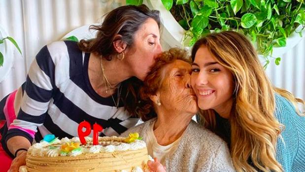 Paz Padilla, junto a su madre y su hija.