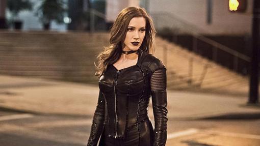 Laurel re-apareció en The Flash como la villana de otro universo Black Siren