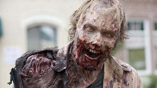 Un zombi en estado avanzado de descomposición