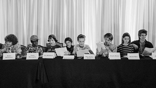 Con esta foto, pero del revés, anunciaba el inicio de producción de la segunda temporada de Stranger Things