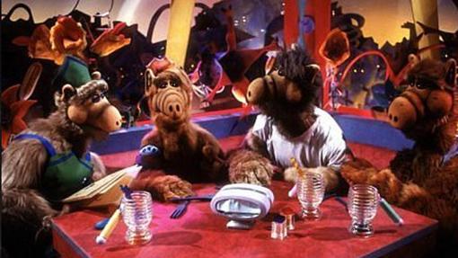 Alf junto a otros supervivientes del planeta Melmac