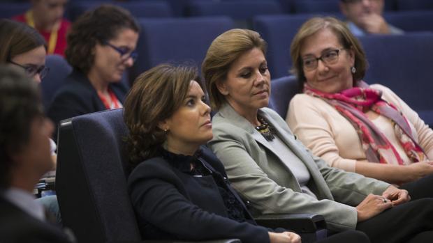 Soraya Sáenz de Santamaría, junto a María Dolores de Cospedal