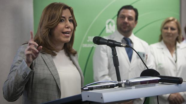 La presidenta Susana Díaz durante su visita al nuevo servicio de urgencias del Hospital San Carlos de San Fernando