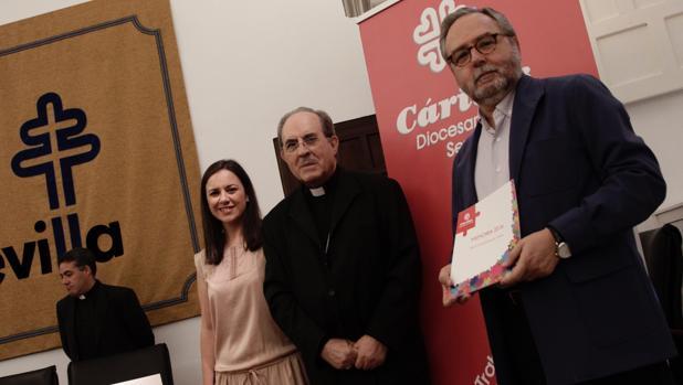 Auxiliadora González, Juan José Asenjo y mariano Pérez de Ayala presentaron la memoria de Cáritas en el Palacio Arzobispal