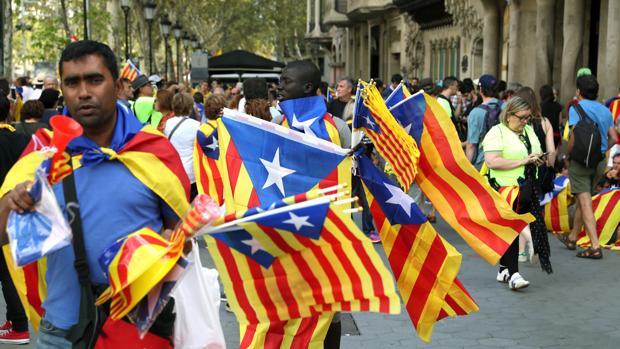 Ambiente frente a la Casa Batlló de Barcelona con motivo de la celebración de la Diada del 11 de septiembre