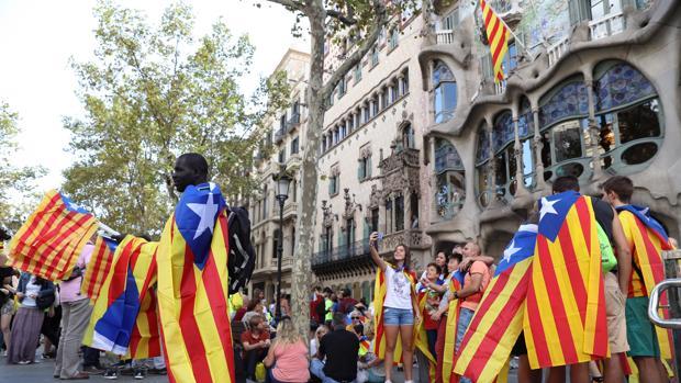 Ambiente frente a la Casa Batlló con motivo de la Diada del 11 de septiembre