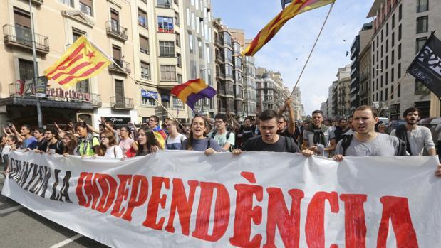 Don Juan de Borbón nos decía: «Veo a España mal, un poco desgarrada y amenazada en su unidad».