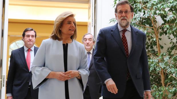 Fátima Báñez y Mariano Rajoy, el día de la firma del acuerdo por el nuevo salario mínimo interprofesional