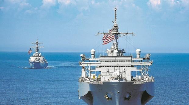 Dos buques de guerra de Estados Unidos patrullan el pasadoviernes por el Mar Negro
