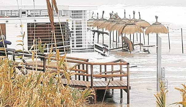 Imagen de uno de los chiringuitos de las playas de Cádiz tras el pasado temporal