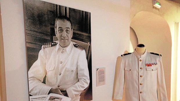 Uniforme y retrado incluidos en la exposición que ya puede visitarse en Santa Catalina.