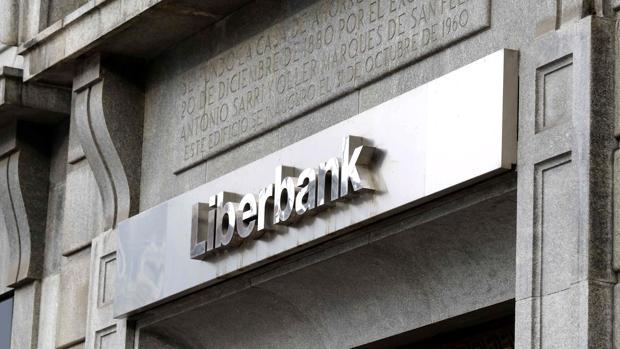 Unicaja, de «novia» del Popular a pretender a Liberbank