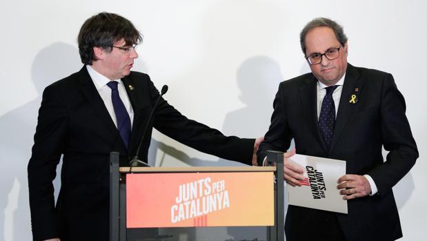 El expresidente de la Generalitat de Cataluña Carles Puigdemont y el actual responsable del Ejecutivo catalán, Quim Torra