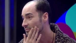 Miguel se quita el peluquín y pone fin a su doble identidad