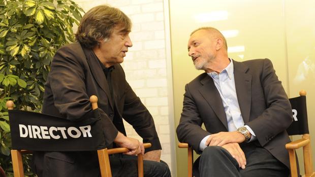 Agustín Díz Yanes, junto a Arturo Pérez-Reverte, en una fotografía de archivo