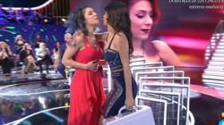 Sofía le entregó el premio a Bea.