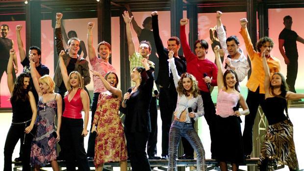 Los concursantes de «Operación Triunfo 1» cantan «Mi música es tu voz»