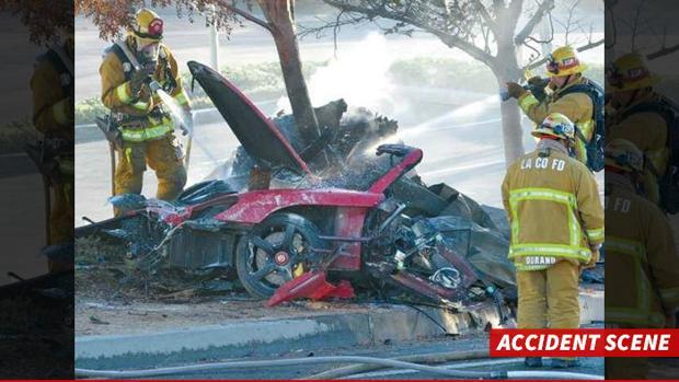 Imagen del vehículo de Paul Walker tras el accidente